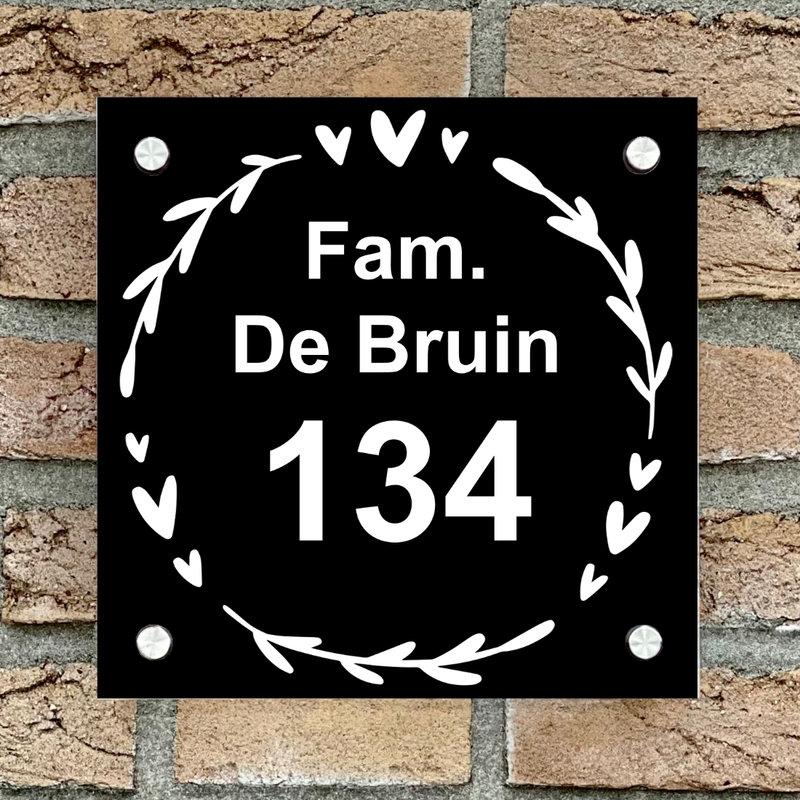 Naambordje voordeur vierkant 11 zwart bordje met witte tekst