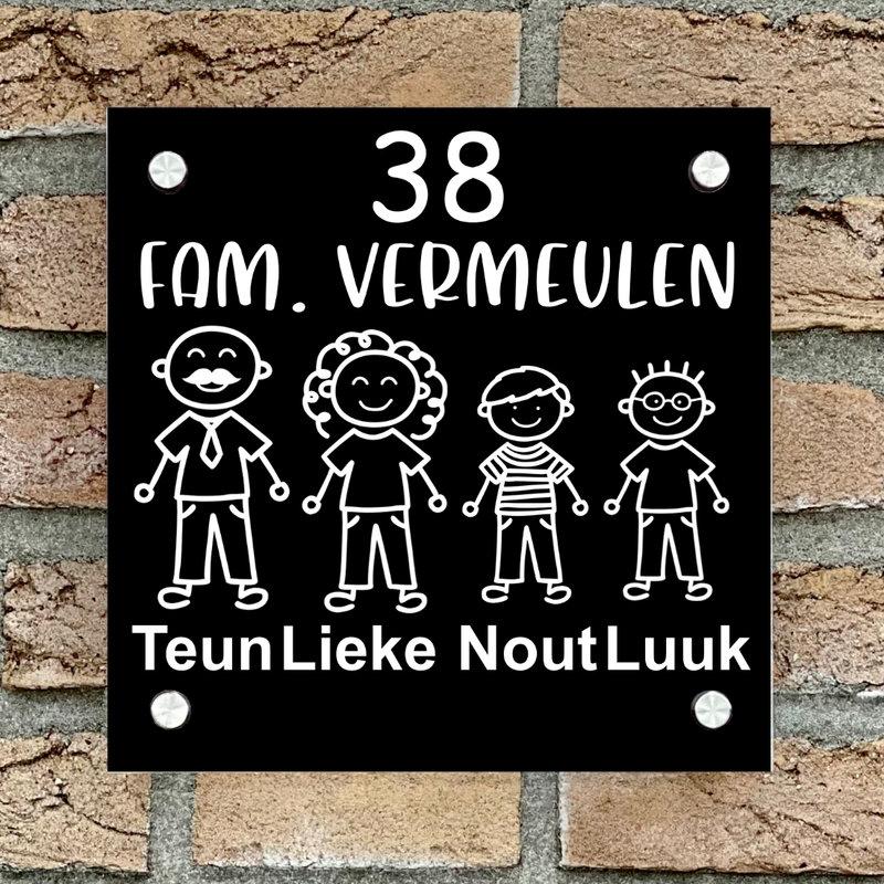 Naambordje voordeur vierkant familie 3 zwart bordje met witte tekst